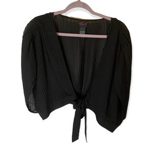 Torrid black accordion Pleated tie front cropped shrug ruched batwing sleeves